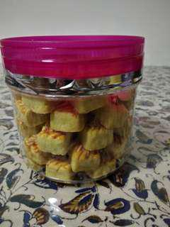 Pineapple cube tart with cheese