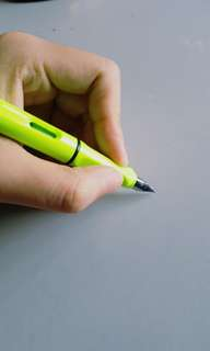 [U.P.S$22] Fluorescent GREEN Fountain Pen with Converter (0.5mm, slightly flex nib)-lifetime pen