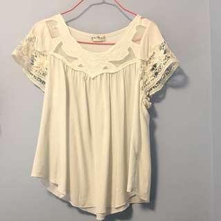 白色花邊袖上衣 white lace top