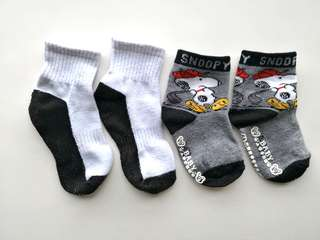 PRELOVED Set of 2 Kid's Black & White and Snoopy Socks - in very good condition