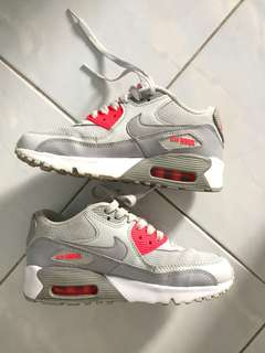 Nike Air Max 90 Essential Grey with pink color
