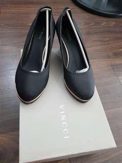 Black C platform size 7 vincci
