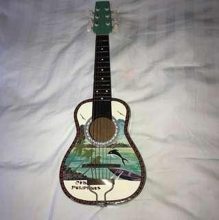 Guitalele: guitar/ukulele