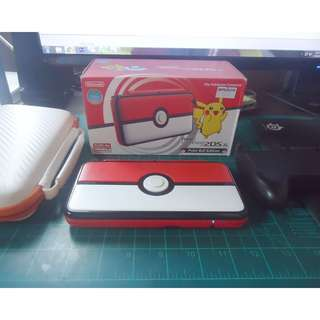 Nintendo 2DS Pokeball Edition