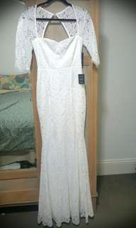 Lace long sleeved wedding dress- never worn