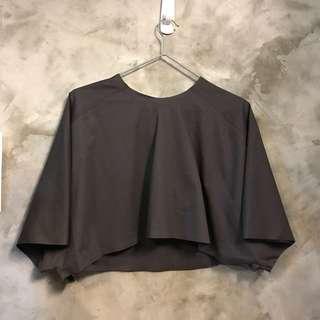 🚚 近全新 Balenciaga 短袖短版上衣 純棉精緻車縫 尺寸L  衣長44 下擺寬75 袖寬24公分 秀上同款不同色