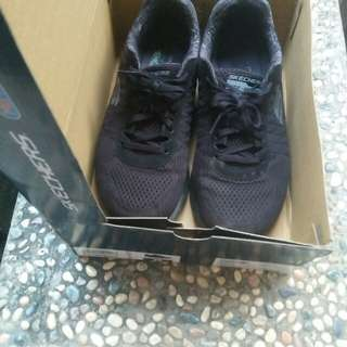 Sepatu sport skechers