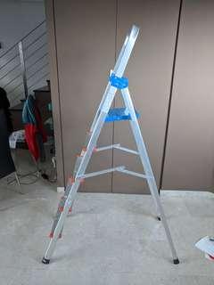 Foldable 4 step ladder