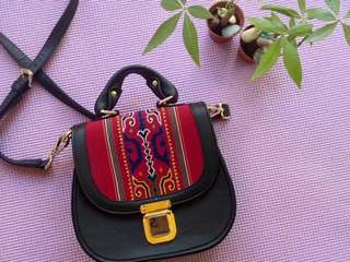 Sling Bag (Black Monawira)