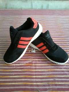 New Sepatu anak adidas red stripes free ongkir