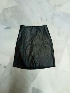 Leather tight skirt