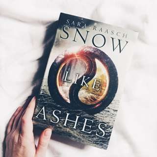 ❄️ snow like ashes by sara raasch [hardback + instock ]