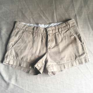 Uniqlo beige chino shorts