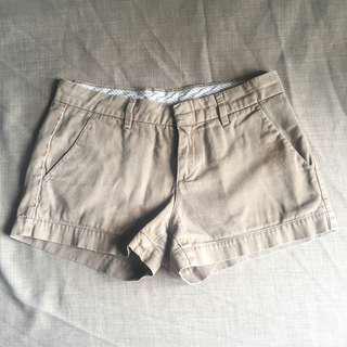 Uniqlo beige chino shorts