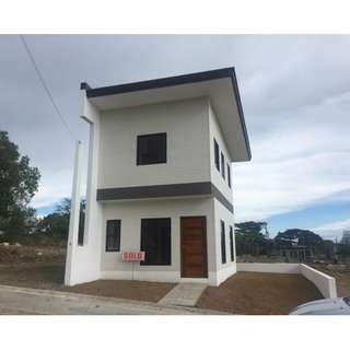 Single Attached House and Lot in Eastrigde Golf Villas near Thunrderbird Resort 3 Bedroom Complete Finish