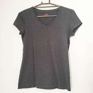 Giordano grey v-neck shirt