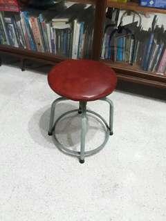 vintage metal stool w spider legs