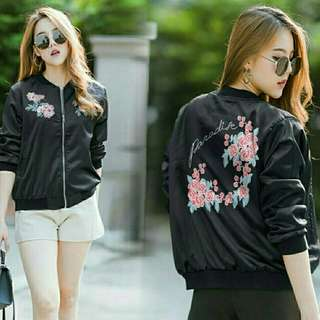 01 Jaket bomber hitam  69.000  bhn semi wedges fit Lbesar ld100,full sleting,ad kantong
