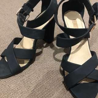 Black heels (PIED A TERRE)