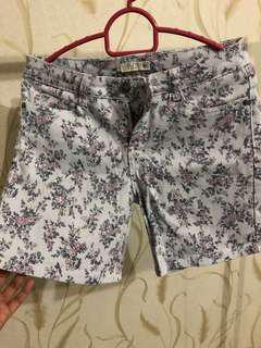 Cotton On - Grey Flowery Shorts