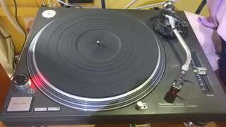 Technics SL1210MK2 with Ortofon 2M red