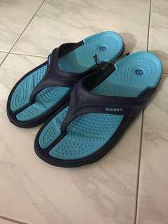 Slippers/thong slippers/flip flops