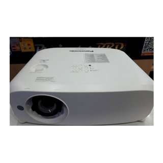 Used Panasonic PT-VX600 5500 lumens LCD Projector [REDUCED TO CLEAR! World Cup over!]