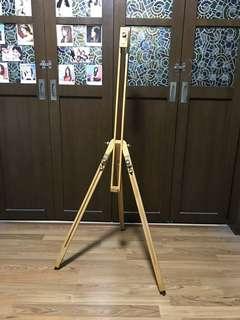 Wooden easen stand