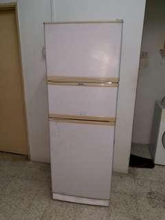 Used Elba 3d fridge peti ais refrigerator peti sejuk in good condition