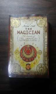 The Magician (The Secrets of the Immortal Nicholas Flamel) - Michael Scott