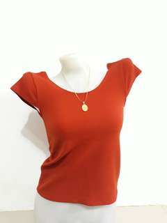 Deep-back blouse in rust