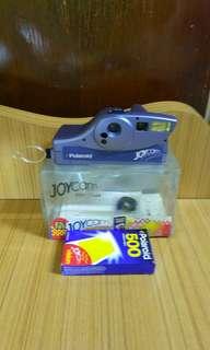 Polaroid即影即有相機,有相機带,有使用說明書,隨機附送菲林ㄧ盒。