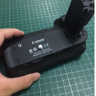 Canon battery grip BG-E13