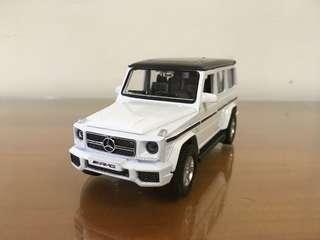 🚚 全新盒裝1:32~賓士 MERCEDES-BENZ G63 AMG 黑白色 合金汽車模型