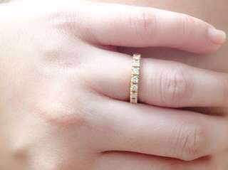 Half-eternity ring in g18k yellow gold and diamonds