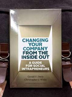 《Bran-New Hardcover + Harvard Business Review + How To Make Your Company A Force For Good》CHANGING YOUR COMPANY FROM THE INSIDE OUT : A Guide for Social Intrapreneurs