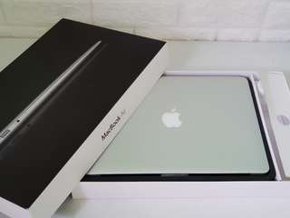 """Macbook Air 13"""" 2011 1.7ghz core i5 128gb SSD with box"""