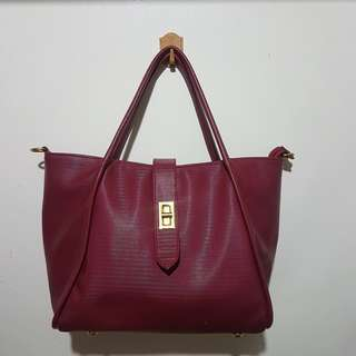 CHIC RED BAG W/ SLING