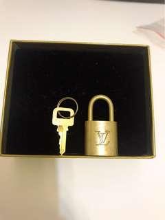 🚚 特價$1500打7折‼️LV鎖(附鑰匙)無LV盒裝