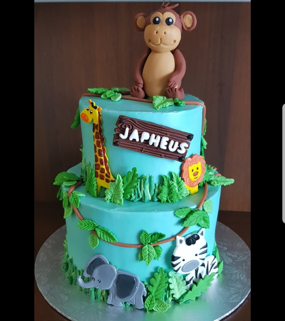 Jungle Theme Birthday Cake Food Drinks Baked Goods On Carousell