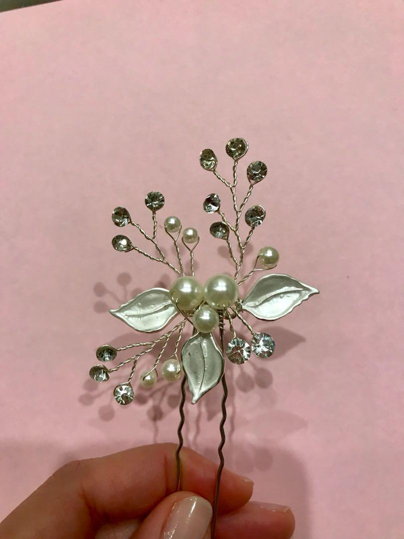 Hair accessories suitable for wedding or occasions