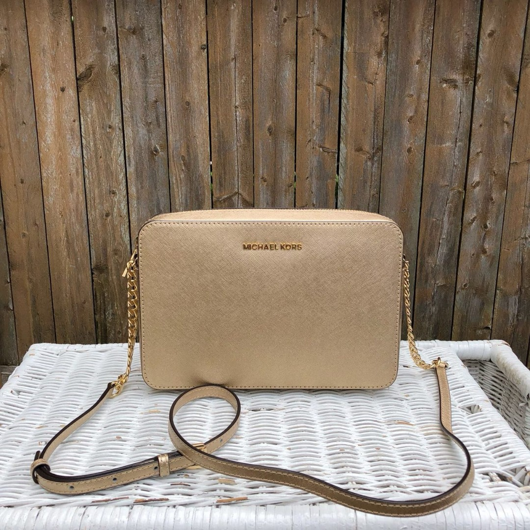 724958ea212e Michael Kors Jet Set Item Large EW Crossbody in Pale Gold, Women's Fashion,  Bags & Wallets, Sling Bags on Carousell