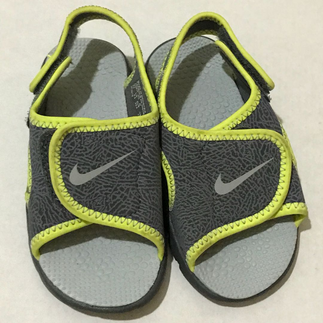 d4551832b2e2e Nike green and gray velcro baby sandals