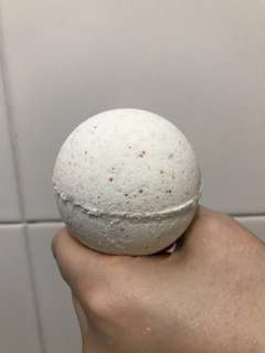 Lavender bath bomb version 2.0