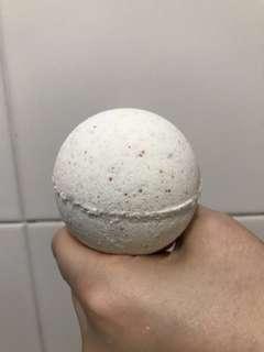 Lavender bath bomb version 2.0