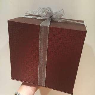 Lukfook box