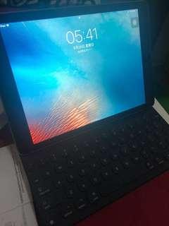 iPad Pro 9.7 128gb wifi (連keyboard)