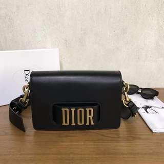 Dior走秀款牛皮斜挎包,
