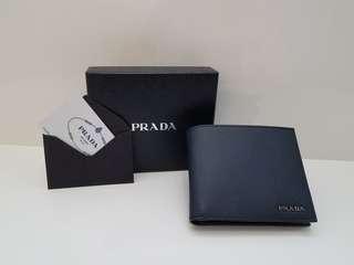 全新Prada 深藍色男裝有散子位銀包 【現貨】
