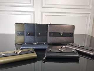 lv pochette essential V epi.leather